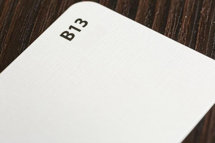 Papier ozdobny biały faktura płótna A4 op.50szt. 100g