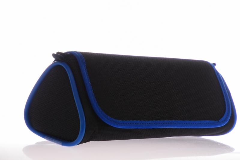 Piórnik tuba trójkątnaz czarno-niebieska WAR514